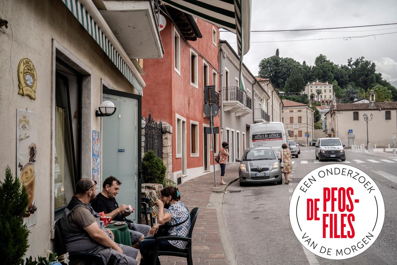 Inwoners van Trissino, waar de vervuilende fabriek van Miteni gevestigd is.  Beeld Alessandro Grassani