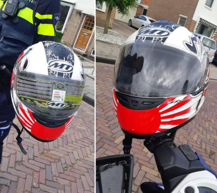 De helm van de scooterrijder. Links mét beschermingssticker, rechts zonder.