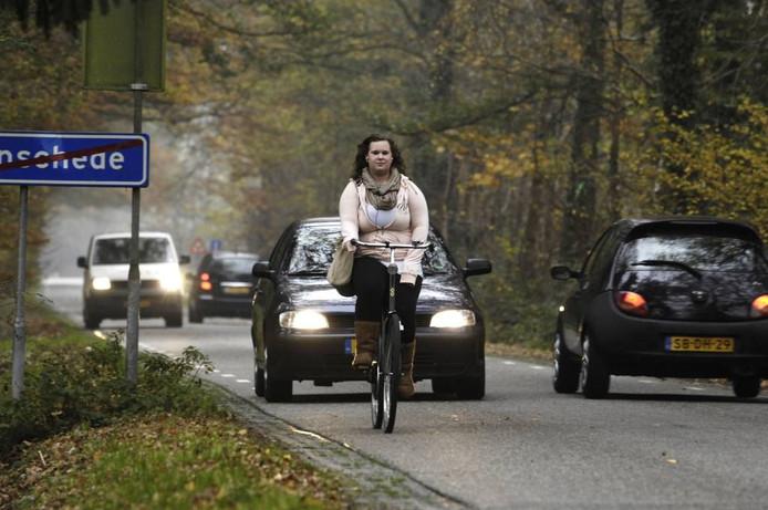 Fietsers en auto's zitten elkaar vaak in de weg op de Zuid Esmarkerrondweg. Foto: Anke Hemmer