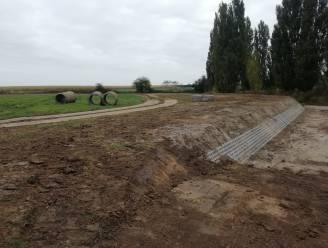 Werken aan nieuwe begraafplaats in Proven