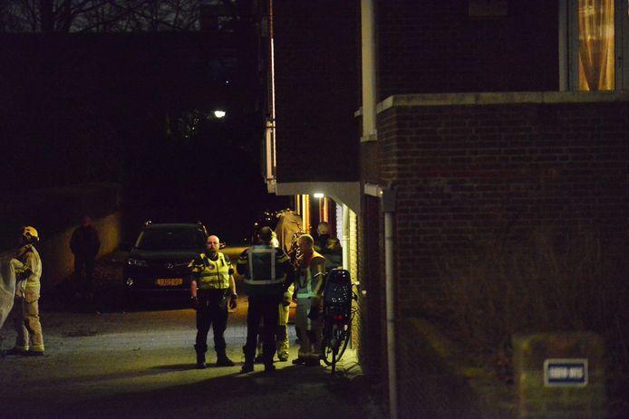 De man is bekneld geraakt onder een voertuig in een garagebox in de Louis Couperusstraat in Voorburg.