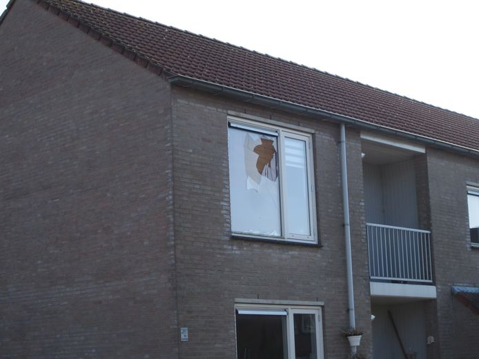 Het raam van de bovenwoning van medium Robbert van den Broeke in Bosschenhoofd
