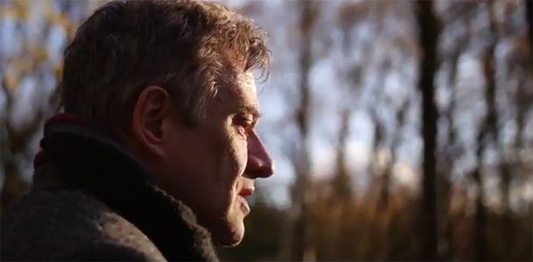 Bart Peeters in zijn muziekclip 'Tot je weer van me houdt'.