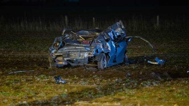 Cel voor chauffeur (22) zonder rijbewijs die gewonde vriendin (16) na horrorcrash aan lot overliet