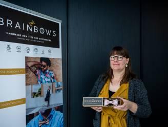 Accessoires voor het goede doel: Ellen Marckx zamelt met ludieke vlinderstrik geld in voor onderzoek naar borstkanker