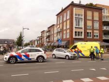 Fietser gewond naar ziekenhuis na aanrijding met auto in Veenendaal