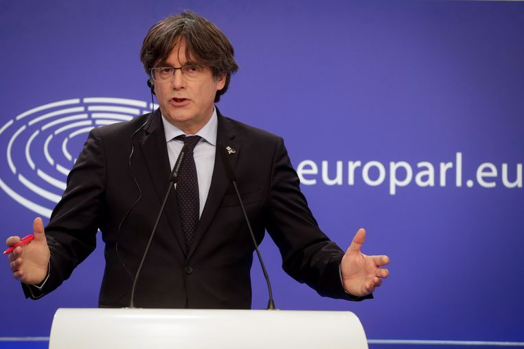Voormalig premier van Catalonië Carles Puigdemont tijdens een persconferentie in het Europees Parlement in maart van dit jaar. Beeld EPA