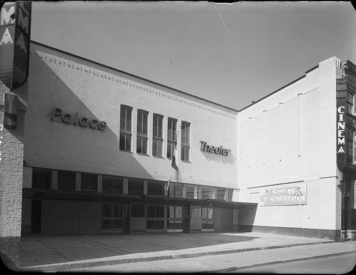Het Palace Theater aan de Bakkerstraat in 1949. Het pand biedt nu onderdak aan boekhandel Het Colofon.