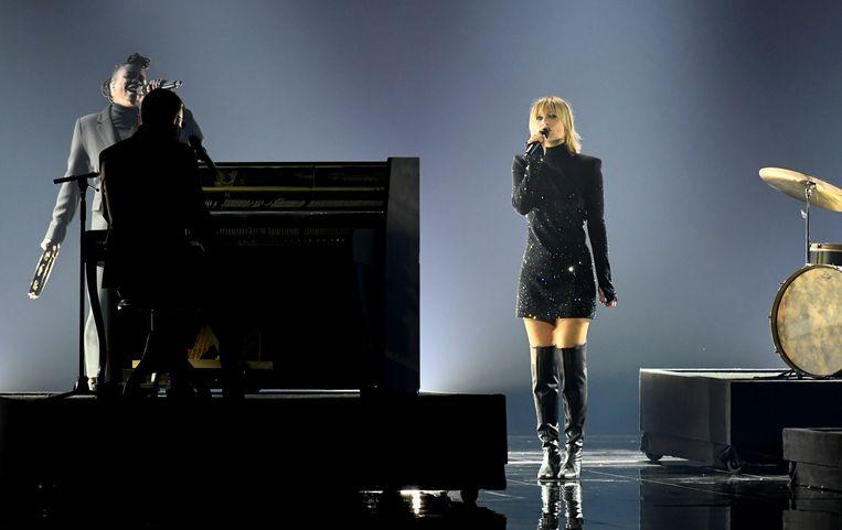 Hooverphonic met het nummer The Wrong Place tijdens de eerste halve finale van het Eurovisiesongfestival.  Beeld REUTERS