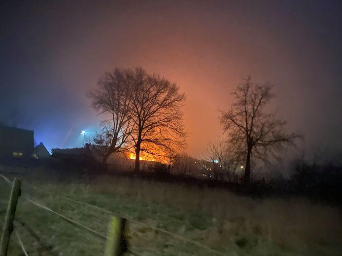 Tot in de wijde omtrek was het vuur in het voormalig dorpshuis De Koepel in Garderen te zien.
