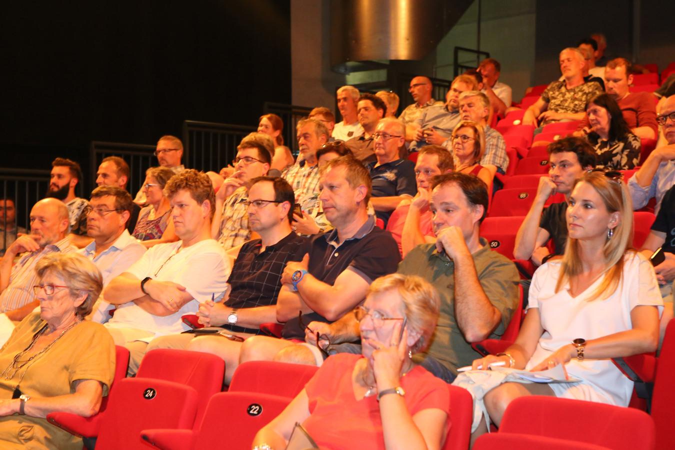 Dinsdagavond was er een toelichting over het project. Zo'n 120 omwonenden woonden de voorstelling bij.