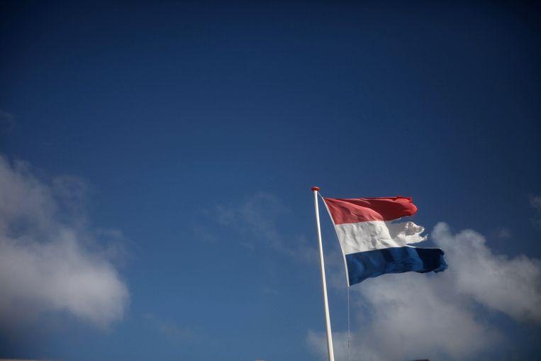 Een gehavende Nederlandse vlag. Beeld Thomas van de Weerd via Flickr.