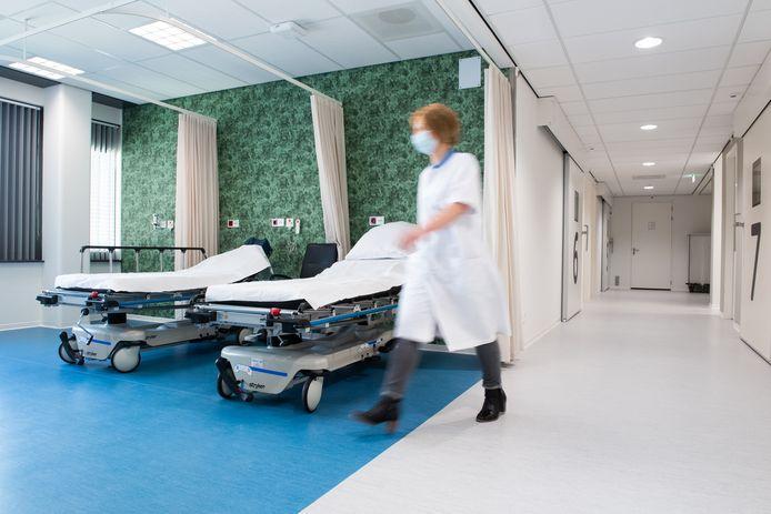 Nu is het er nog rustig. Maar binnenkort melden zich dagelijks tot 180 patiënten per dag in het gloednieuwe behandelcentrum dat gehuisvest is in het oude Amphia aan de Molengracht.