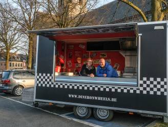 Weer frietjes in eigen dorp, foodtruck Diner On Wheels brengt redding in Rollegem
