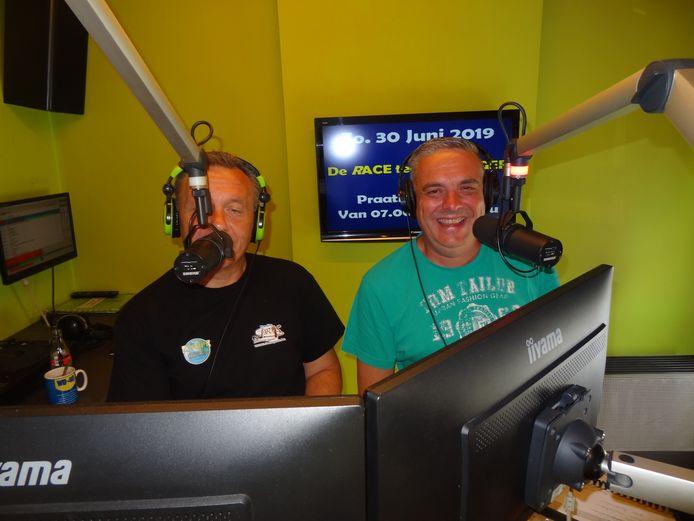 Tim Schippers en Peter Schepens in de studio van radio PROS.