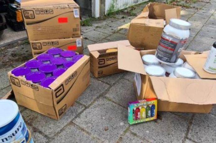 De NVWA heeft een flinke hoeveelheid ongeschikte medische voeding en sportvoeding in beslag genomen in Flevoland.