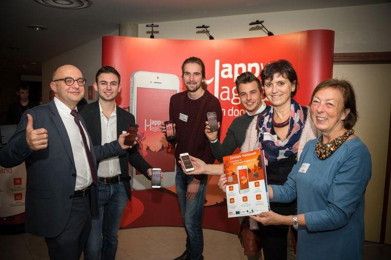 Mensen van Unizo en de provincie Vlaams-Brabant presenteren de app.