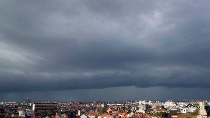 Miezerig weer blijft aanhouden: ook komende dagen zwaarbewolkt met regenbuien, wel zachte temperaturen