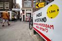 Op de Wallen en in de Kalverstraat in Amsterdam is al eenrichtingsverkeer ingesteld.