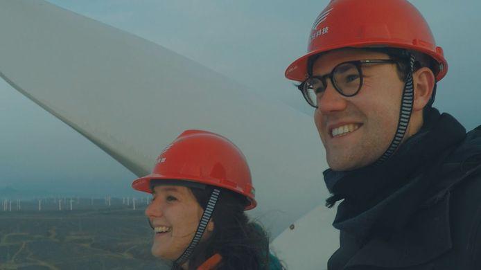 In de zesdelige reeks Watt gaan spoedarts Natalie Eggermont en energie-ingenieur Jonas Verstraeten op zoek naar antwoorden op het energievraagstuk.