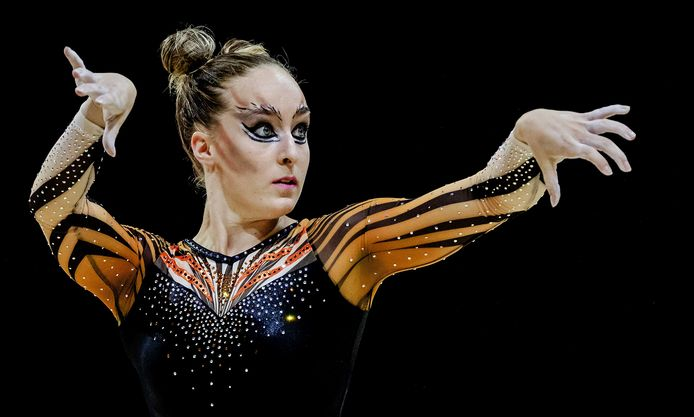 Céline van Gerner in actie op onderdeel vloer tijdens de toestel finale tijdens het EK turnen in Glasgow in 2018.