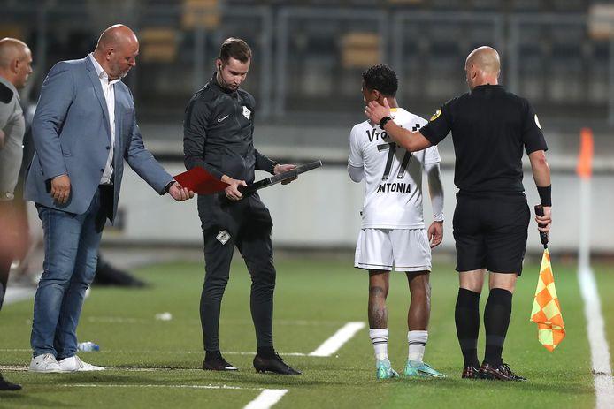 Jarchinio Antonia enkele momenten voor zijn entree als speler van NAC.