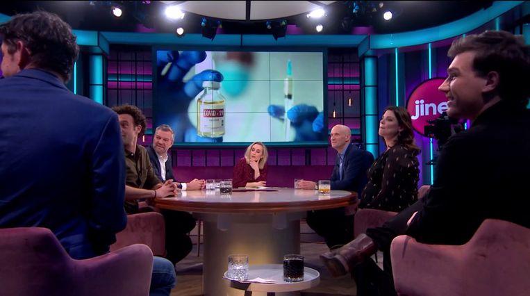 Het moment in Jinek waar Big Brother Ruud Ernst Kuipers vraagt of Nederland niet een beetje beter zijn best had kunnen doen met de vaccinatiestrategie. Beeld RTL4
