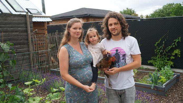 Rosan Van der Pol is vijf maand zwanger en wil graag dat er ook individuele analyses plaatsvinden van haar moestuintje, de eieren van de kippen én  haar bloed.