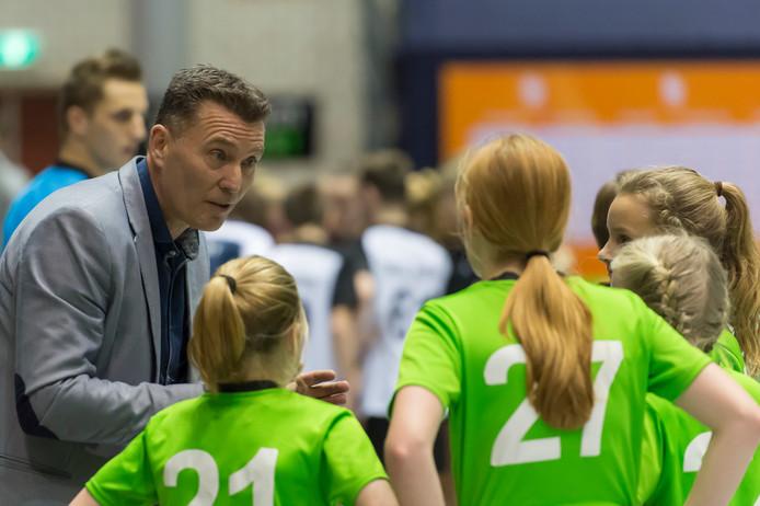 Jan Tonny Visser instrueert.
