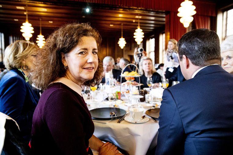 Minister Ingrid van Engelshoven tijdens het jaarlijkse topontbijt met topvrouwen en -mannen van Nederlandse organisaties. De minister noemde het gebrek aan vrouwen in de top eerder 'genant'.  Beeld ANP