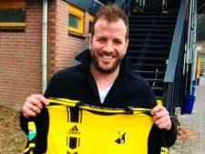 Voetbalclub VVO strikt Rafael van der Vaart: 'Mooie en welkome aandacht voor ons nieuwe shirt'