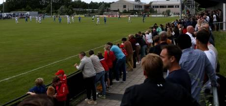 Ondankbare taak stewards bij duel Quick'20-Ajax in Oldenzaal: '1,5 meter niet te handhaven'