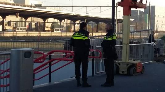 Agenten hebben het NS-station bij Goes ontruimd omdat er een verdachte tas zou zijn aangetroffen.