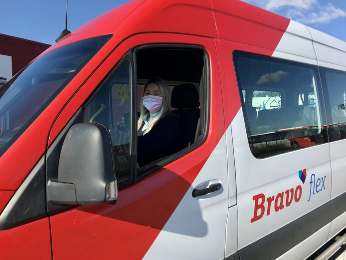 In Altena rijdt sinds kort ook de nieuwe vervoerservice Bravoflex. Foto Bravoflex (Transdev)