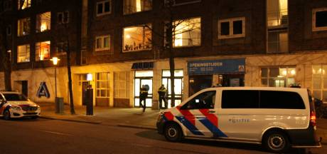 Twee mannen met vuurwapens overvallen supermarkt Aldi aan de Maaskade