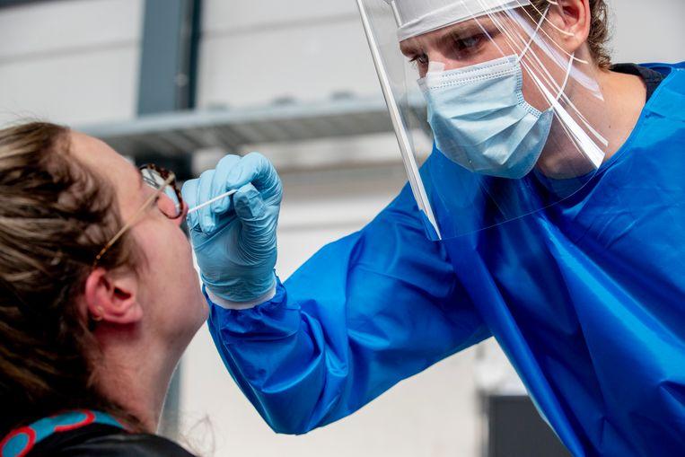 Inmiddels is ongeveer 75 tot 80 procent van alle virussen in ons land 'Brits'. Beeld Getty Images