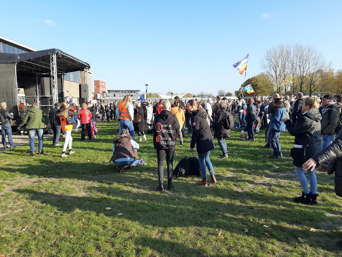Het eerdere protest op het Zwitsalterrein tegen de coronamaatregelen van de regering op 31 oktober. Ondernemers vrezen nu dat een eventuele demonstratie uit de hand kan lopen.