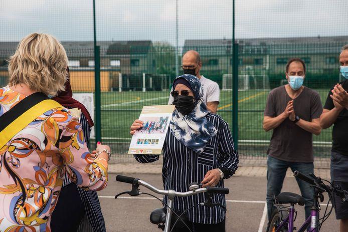 Leren fietsen voor volwassenen op 'Wereld Fietsdag'.