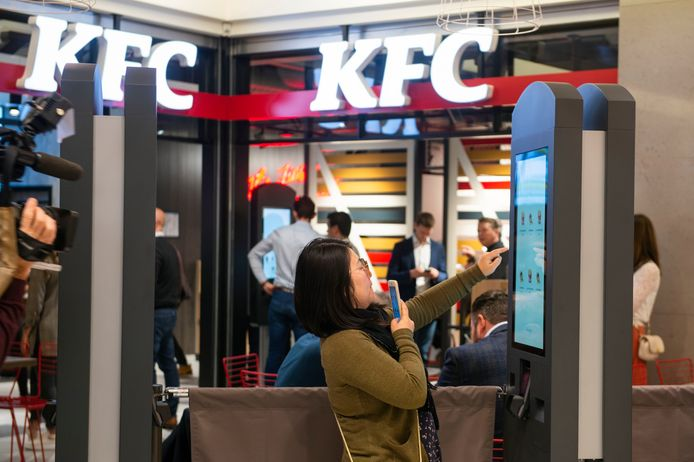 Opening van de Kentucky Friend Chicken in Vlaanderen in het shopping center van Wijnegem.