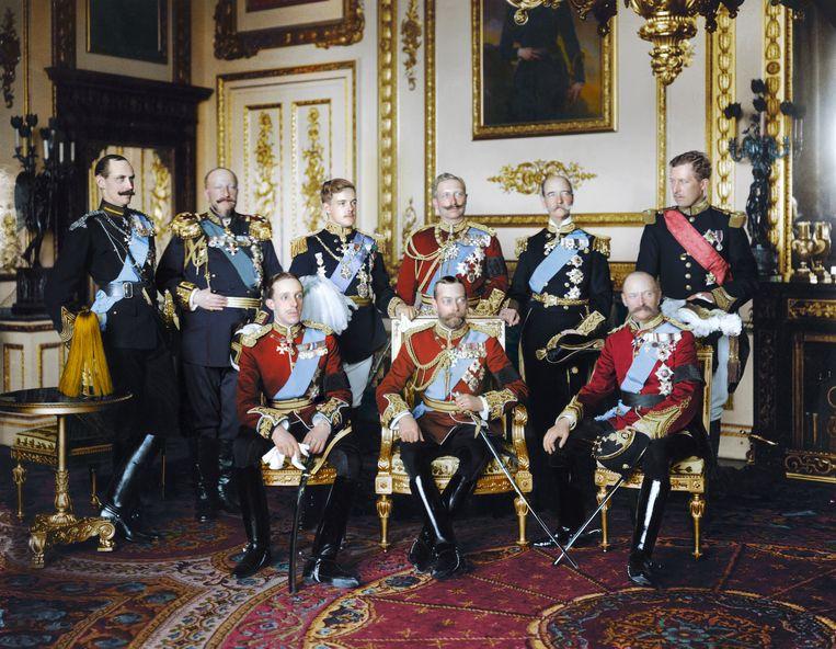 20 mei 1910. Negen Europese koningen hebben zich in Buckingham Palace verzameld voor de uitvaart van de Engelse koning Edward VII. Ook Albert I van België is present (staand uiterst rechts). Beeld RV Foto uit De tijd in kleur, uitg. Omniboek.