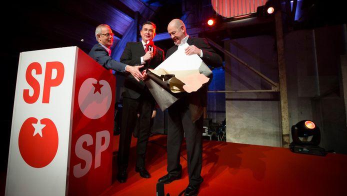 Tiny Cox, Emile Roemer en Jan Marijnissen, partijvoorzitter van de SP tijdens het partijcongres van de SP in Utrecht.