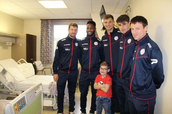 De spelers van Zulte Waregem op bezoek in AZ Glorieux.