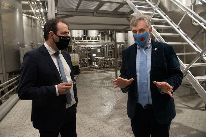 Minister David Clarinval en Alain De Laet, CEO Brouwerij Huyghe.