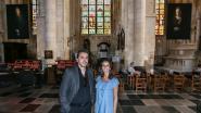 Artistiek fotograaf exposeert met reuzenportretten in basiliek