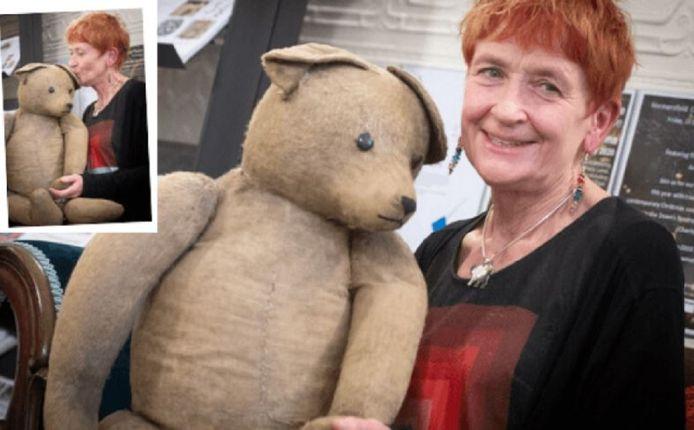 Verzamelaar Kirsty Johnston uit Londen moést de ruim 75 jaar oude beer hebben voor haar collectie van ruim 1000 oorlogsteddy's