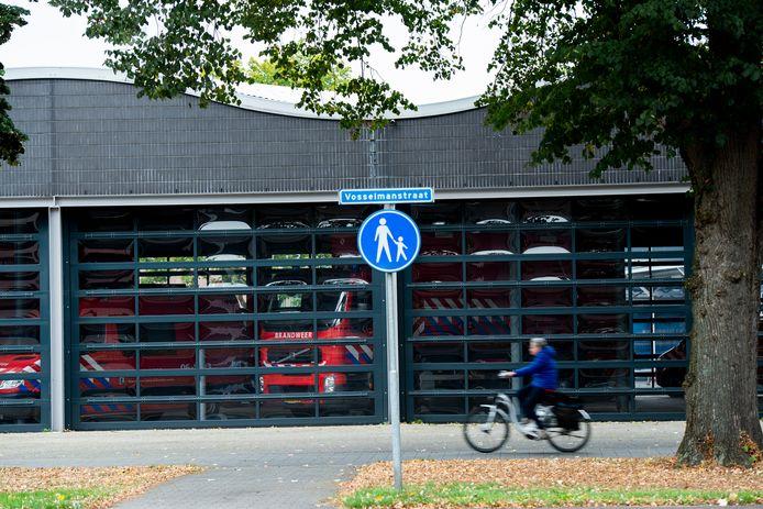 De hoofdpost zit nu in een karakteristiek, golvend gebouw aan de Vosselmanstraat. Van daaruit wordt de westkant van de stad heel goed bediend, maar de oostelijke rand minder.