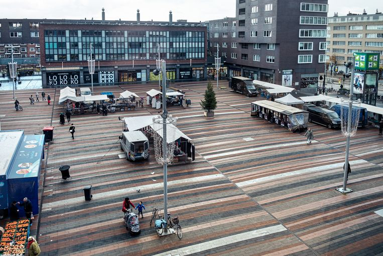De weekmarkt op het Bos en Lommerplein. Beeld Jakob van Vliet