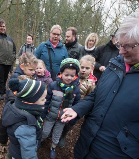 Dierensporen zoeken met IVN in Almelo: 'Kijk, daar hebben reeën geslapen'