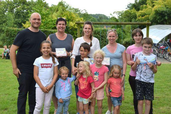 De winnaars van de bongobonnen en de hoofdprijs.