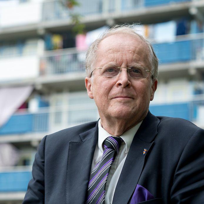 Raadslid Robert-Jan Blom van NieuwElan voor de Diamantflat in Alphen